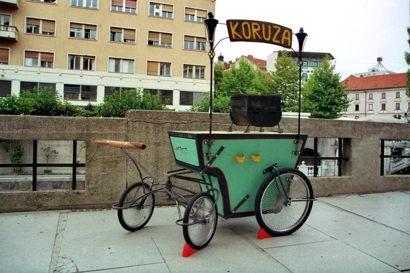 Voziček za pečenje koruze