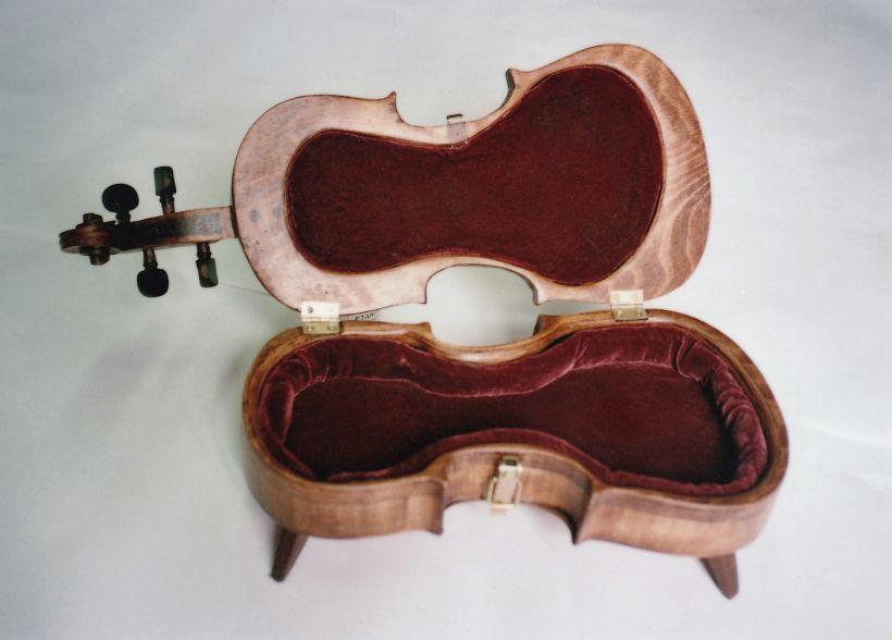 Škatla v obliki violine
